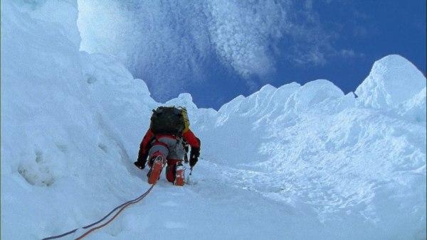 Touching the Void 2003 adalah Film Bertemakan Pendakian Gunung Terbaik dan Terpopuler