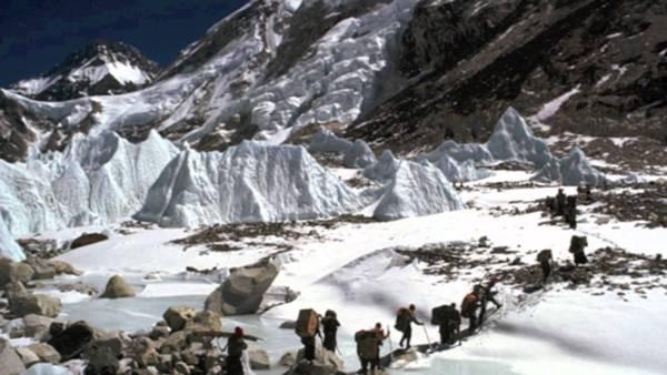 Into Thin Air: Death on Everest 1997 adalah Film Bertemakan Pendakian Gunung Terbaik dan Terpopuler