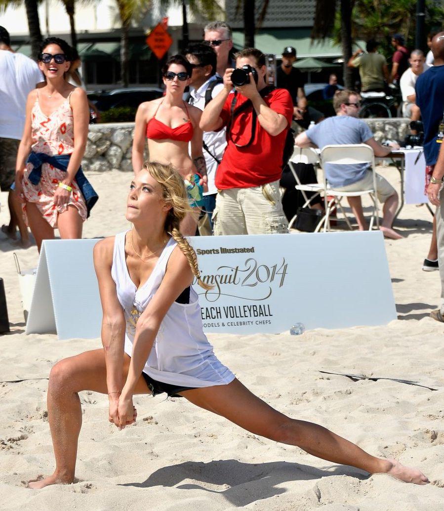 hannah-ferguson-sports-illustrated-swimsuit-beach-volleyball-tournament-in-miami-february-2014_2.jpg
