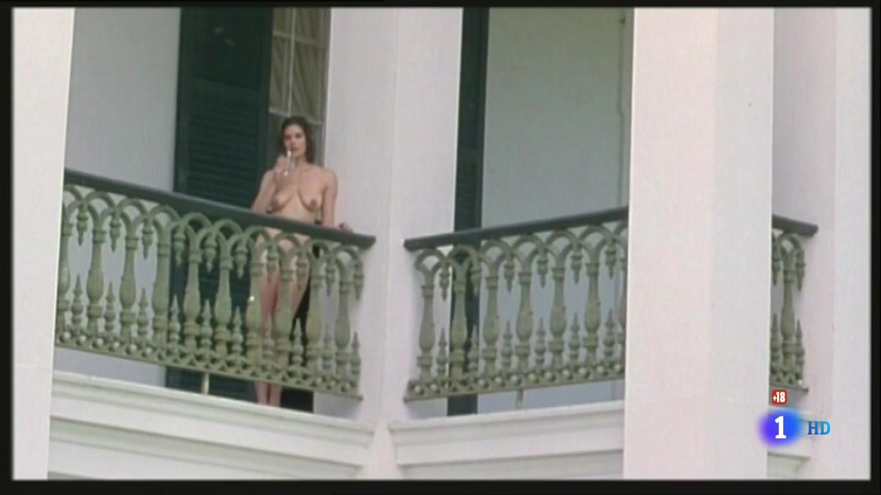 Teri Hatcher (1996) Prisioneros Del Cielo 0313.jpg